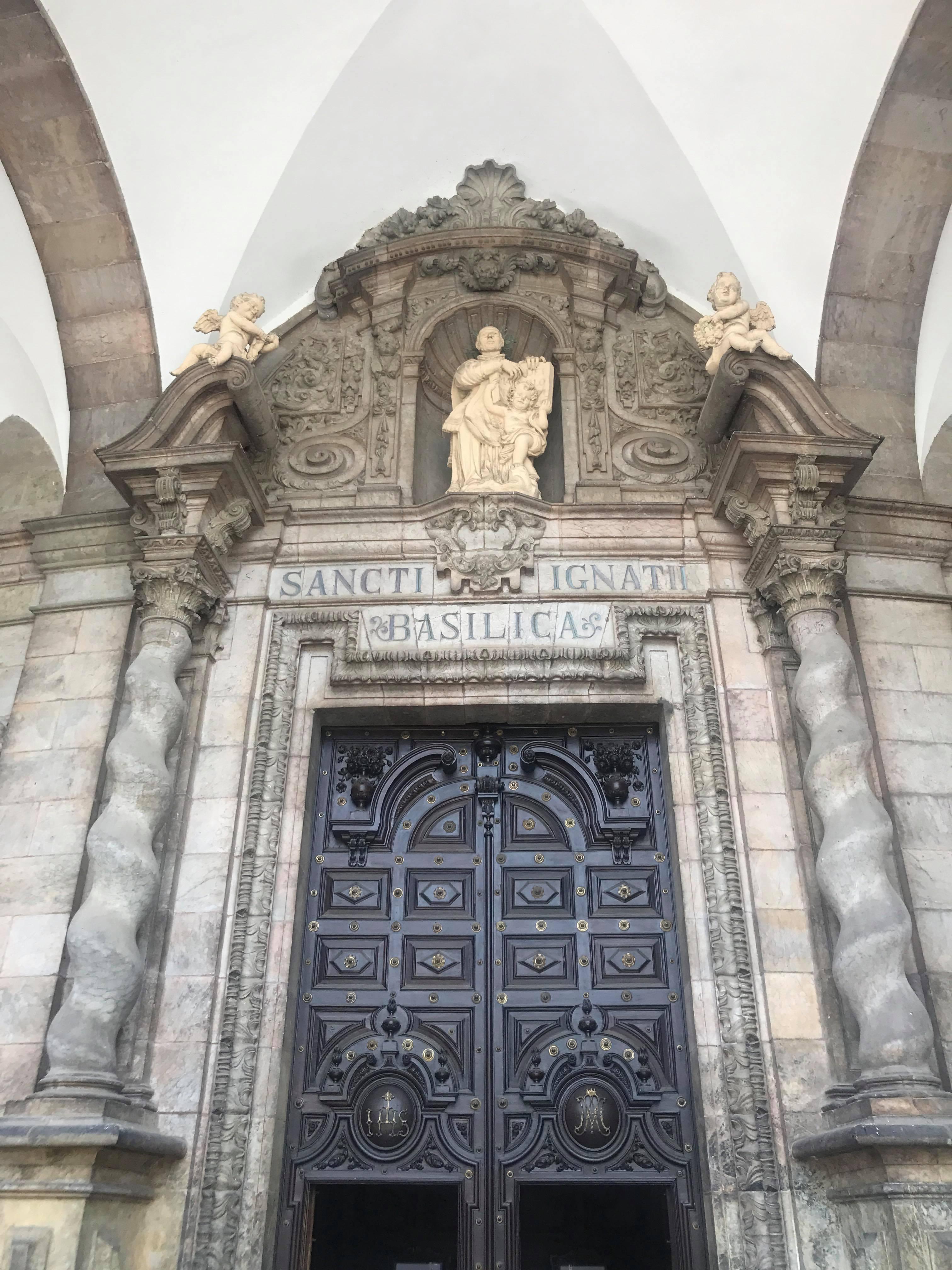 Statue extérieur basilique