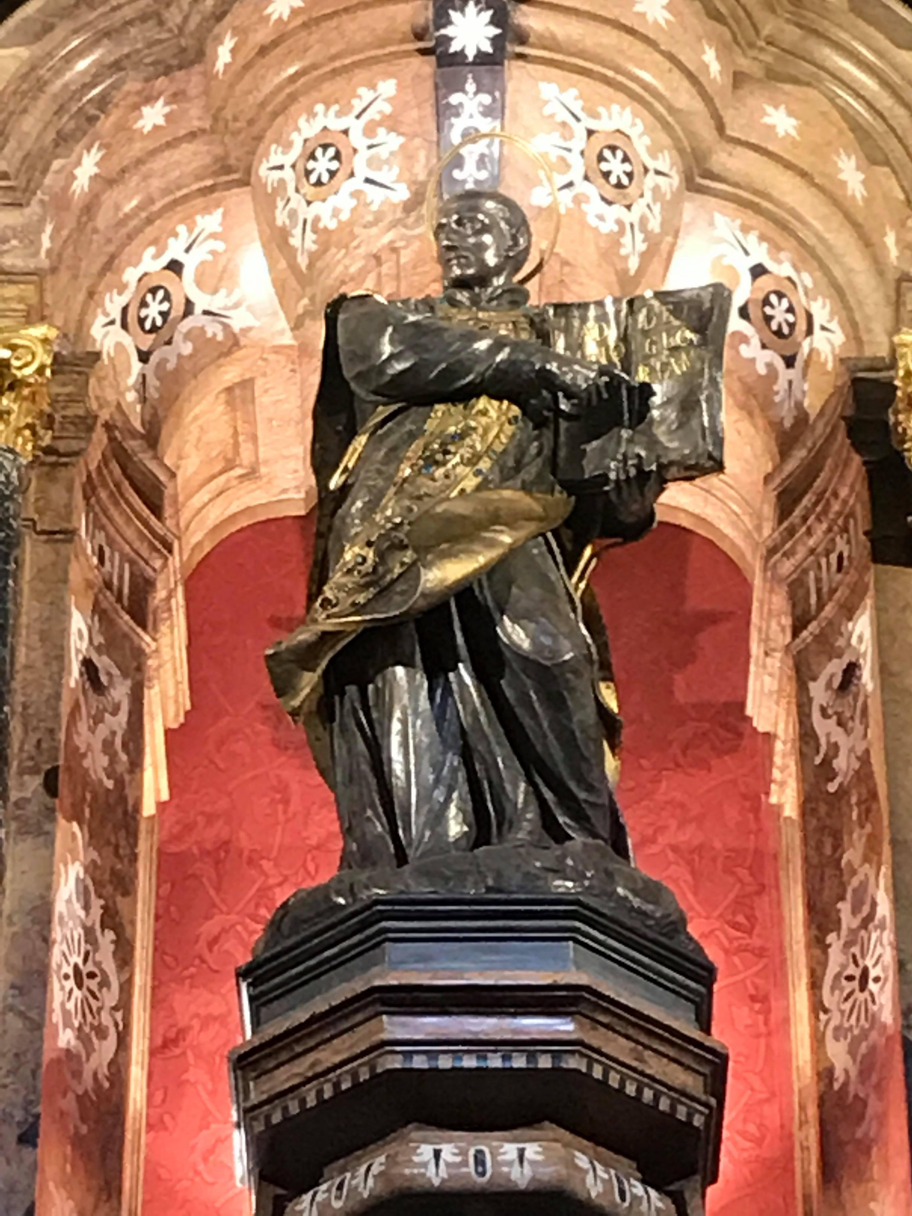 Statue intérieur basilique